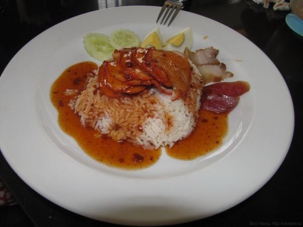 Рис с красной свининой moo daeng мясо в тайской кухне