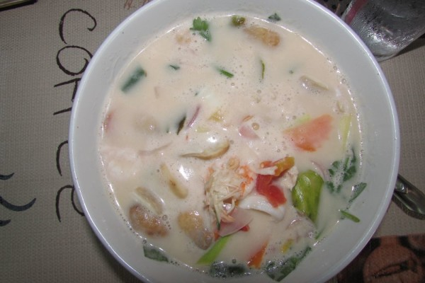 блюда из рыбы и морепродуктов в таиланде tom kha gay shrimps