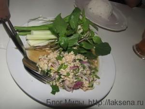 Рубленая свинина с тайскими травами