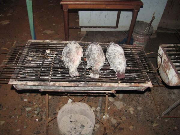 блюда из рыбы и морепродуктов в таиланде Рыба в соли, запеченная на углях