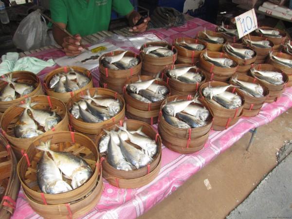 блюда из рыбы и морепродуктов в таиланде Мелкая рыба для приготовления на пару пла ту