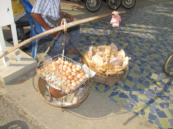 Вареные куриные и перепелиные яйца