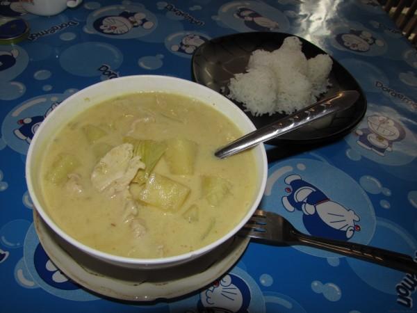 Желтый карри с картофелем и курицей
