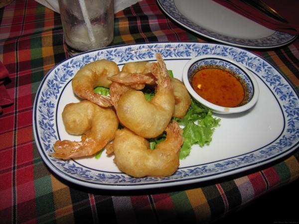Креветки в кляре блюда из рыбы и морепродуктов в таиланде