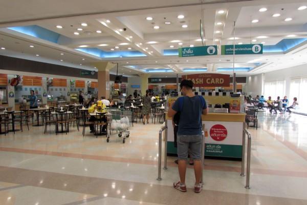 фудкорт супермаркета Tesco Lotus