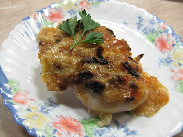 Куриное филе запеченное с шампиньонами и сыром