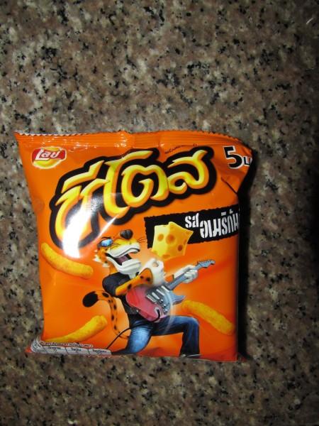 Чипсы Cheetos на тайском