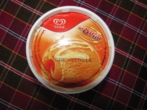 Мороженое Walls на тайском
