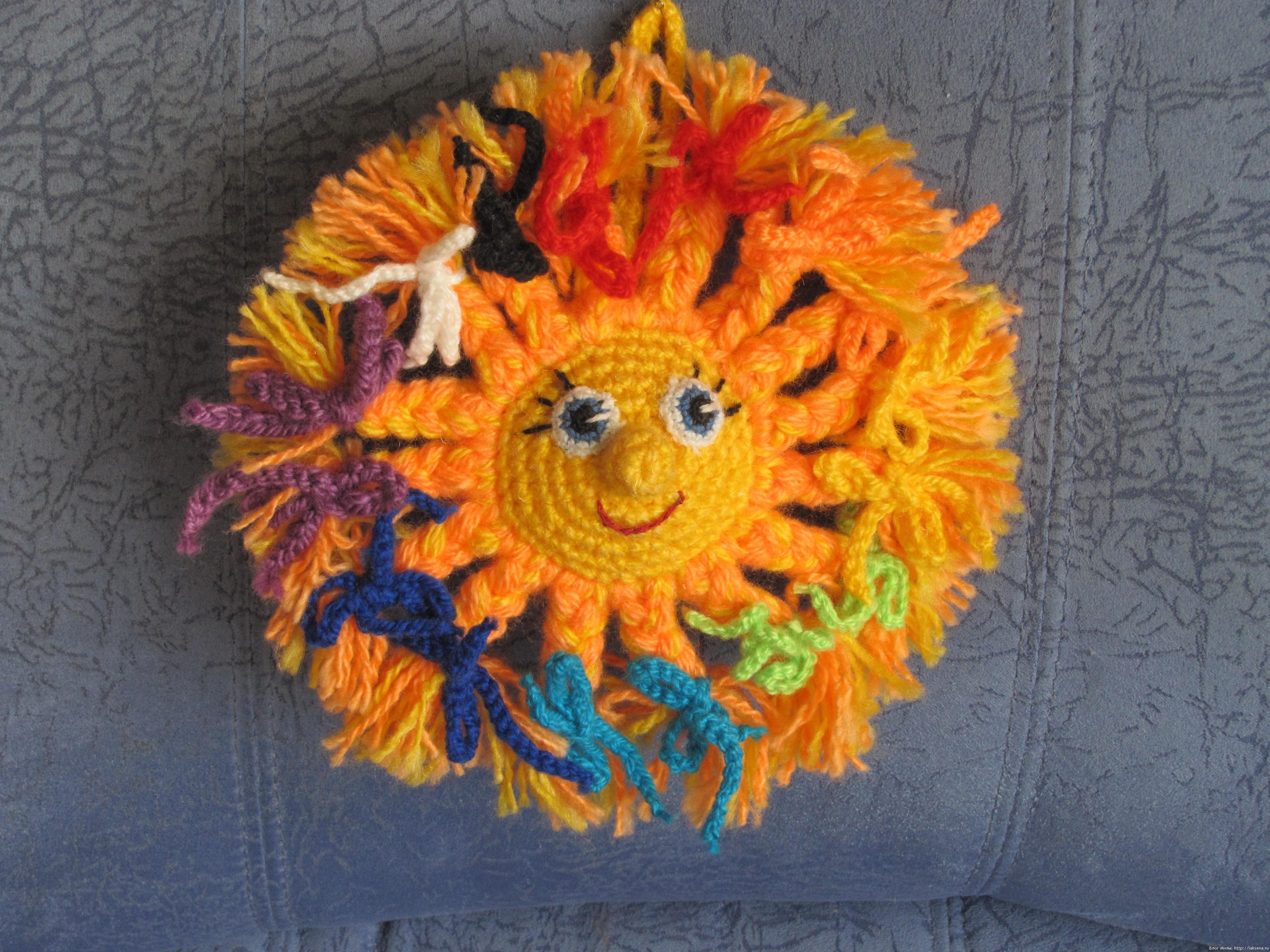 Вязаное солнышко-погремушка крючком