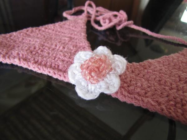 Цветок с бисером - оформление купальника вязаный детский купальник крючком