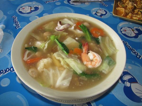 Тайский суп с овощами и морепродуктами
