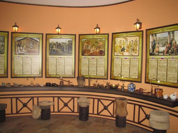 Зал истории знакомства человека со специями экскурсии в Паттайе сад специй