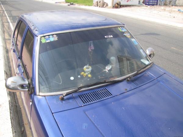 наклейка с военными на машине