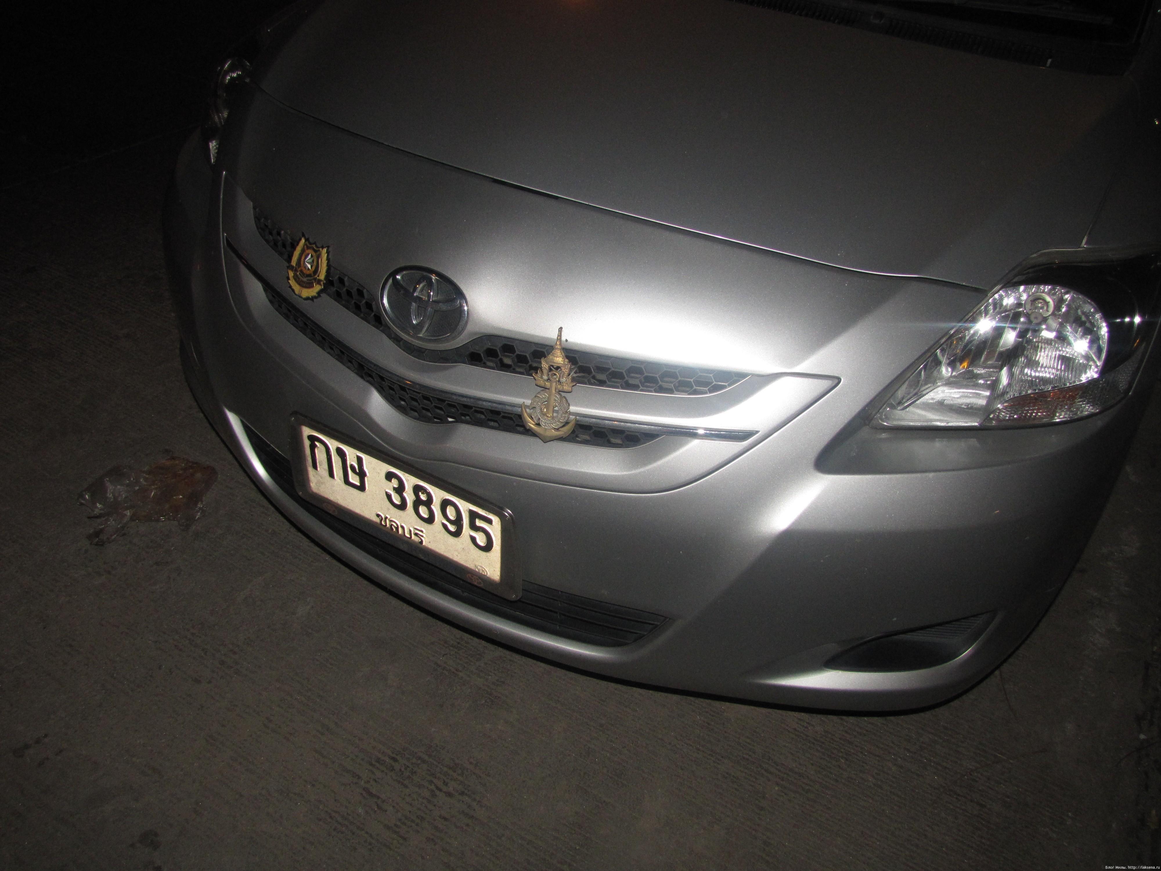 Машина картинка на белом фоне