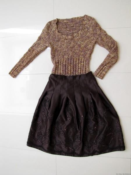 Золотистый праздничный пуловер