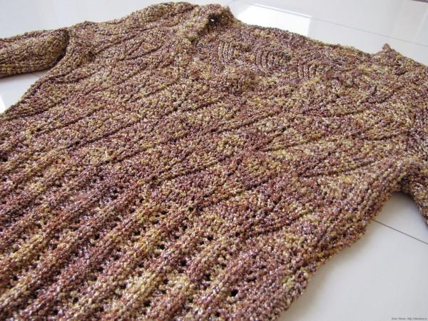 Золотистый вязаный нарядный пуловер, рисунок листики