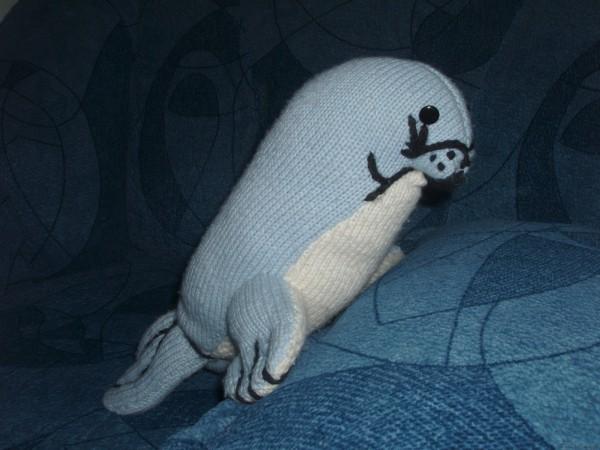 Вязаный тюлень спицами