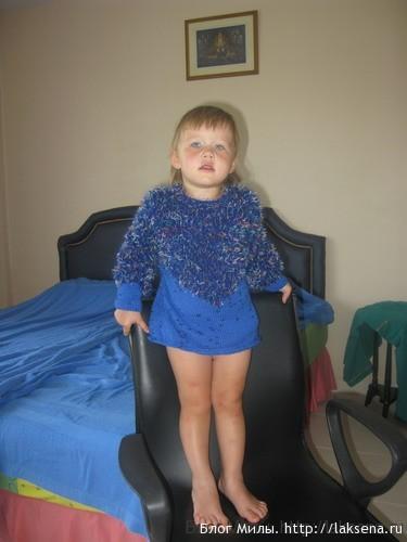 Пушистый свитерок для девочки