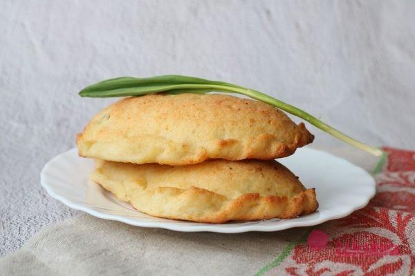 печеные пирожки с черемшой и яйцом