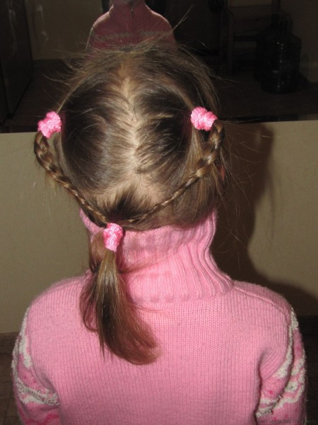 простые косички на короткие волосы девочкам