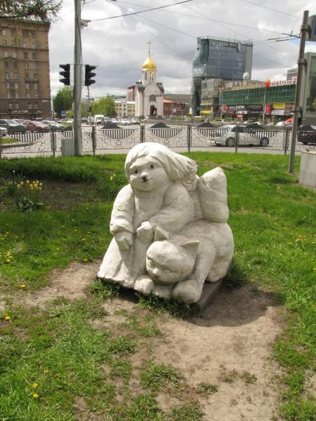 каменные скульптуры новосибирска девочка маришка с котенком по имени муренка
