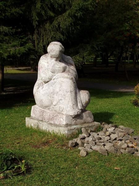 памятники первомайский сквер новосибирск мир женщина с ребенком