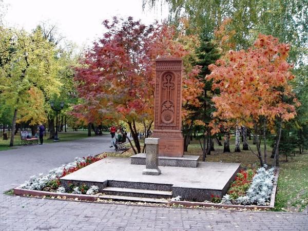 памятники первомайский сквер новосибирск крест хачкар