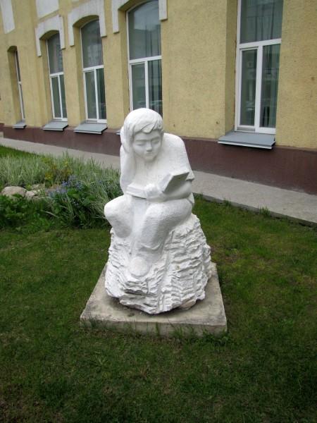 скульптуры новосибирска мечтатель мальчик с книгой