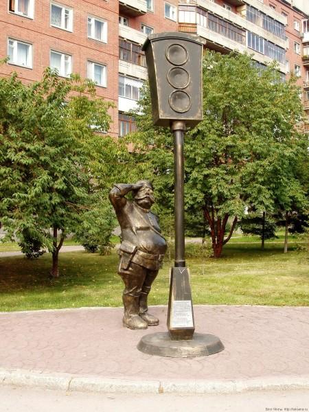 памятники в Новосибирске фото Памятник первому светофору