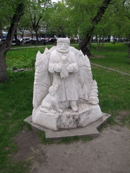 памятники первомайский сквертновосибирск лесник