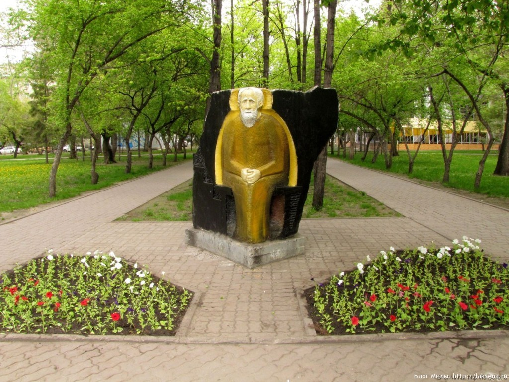памятники первомайский сквер новосибирск монах