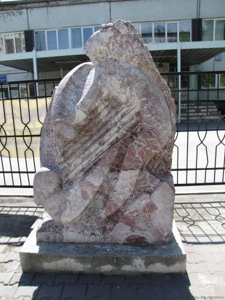 каменные скульптуры новосибирска скалолазковая