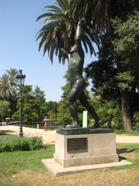 парк цитадели в барселоне памятник Добровольцам Каталонии, погибшим во Франции