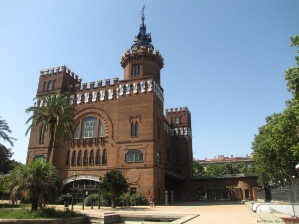 Замок Трех драконовзамок трех драконов зоологический музей барселона