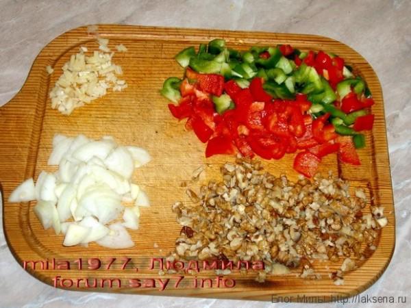 сердечки куриные в орехово-сливочном соусе с овощами