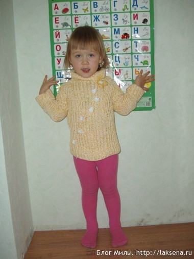 желтый меланжевый свитер реглан спицами для девочки