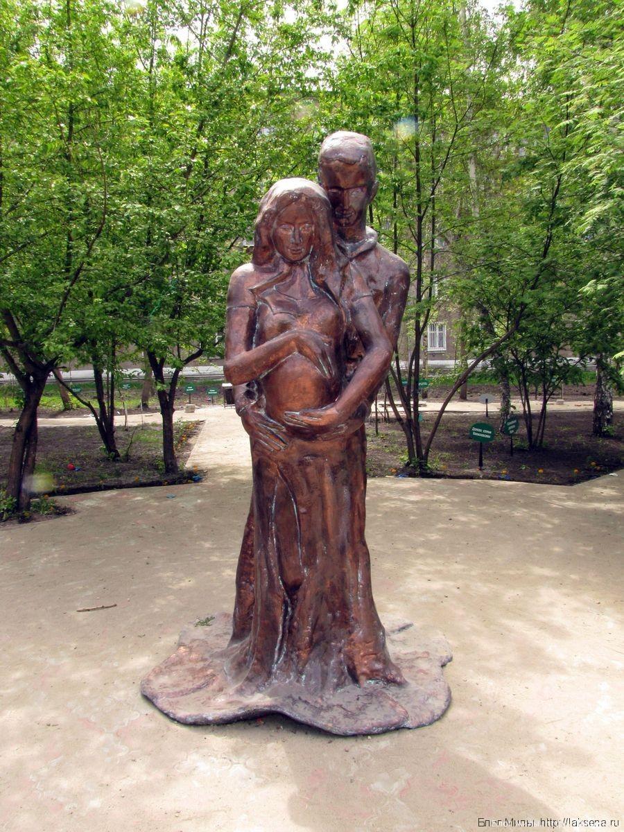 памятники новосибирска скульптура дар любви