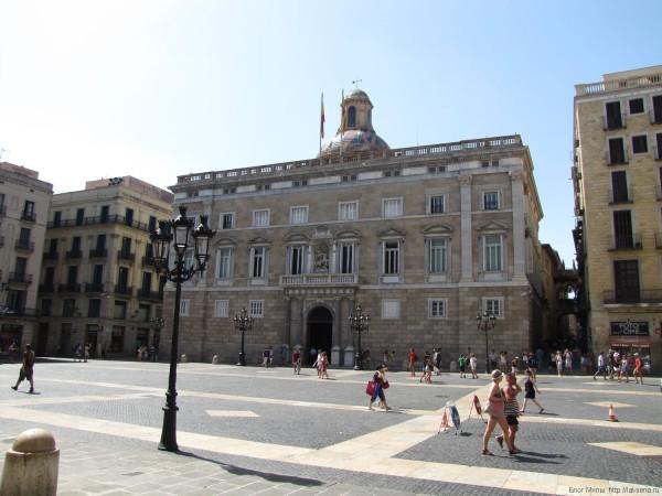Дворец правительства (Palau de la Generalitat) готический квартал в барселоне