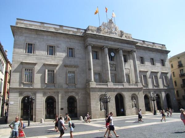 готический квартал в барселоне Здание Городского Совета (Casa de la Ciutat)