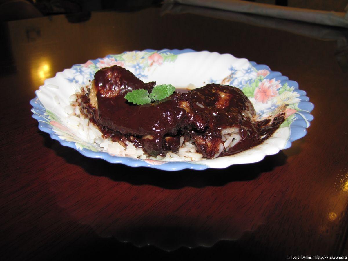 Курица в шоколадном остром соусе