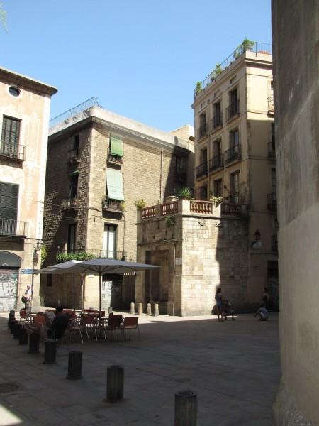 площадь Сен Жуст (placa de Sant Just) готический квартал в барселоне