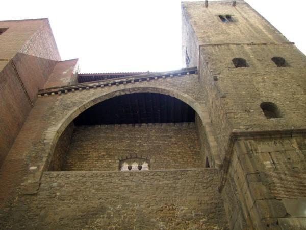 готический квартал в барселоне римские стены