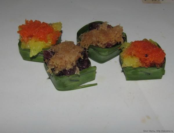 пандан Десерты из клейкого риса в упаковке из пандана в таиланде