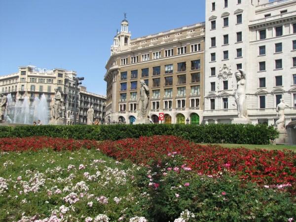 скульптуры на площадь Каталонии в барселоне
