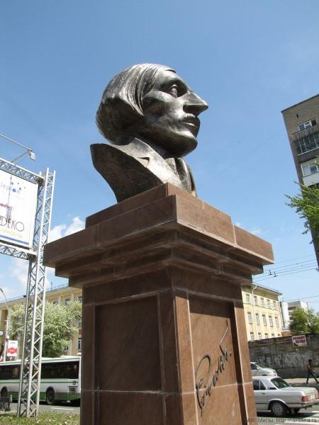 памятники скульптуры новосибирска Бюст Н.В. Гоголя памятник гоголю новосибирск