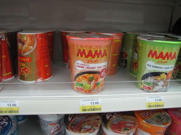 тайская еда в коробочках мама том ям магазин 7-eleven в паттайе