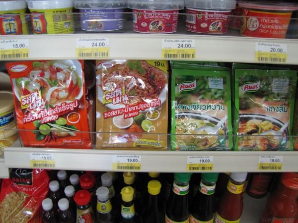 тайская еда в пакетиках Lobo, Ajinomoto, Ken Dee, Kanokwan, Кнорр магазин 7-eleven в паттайе