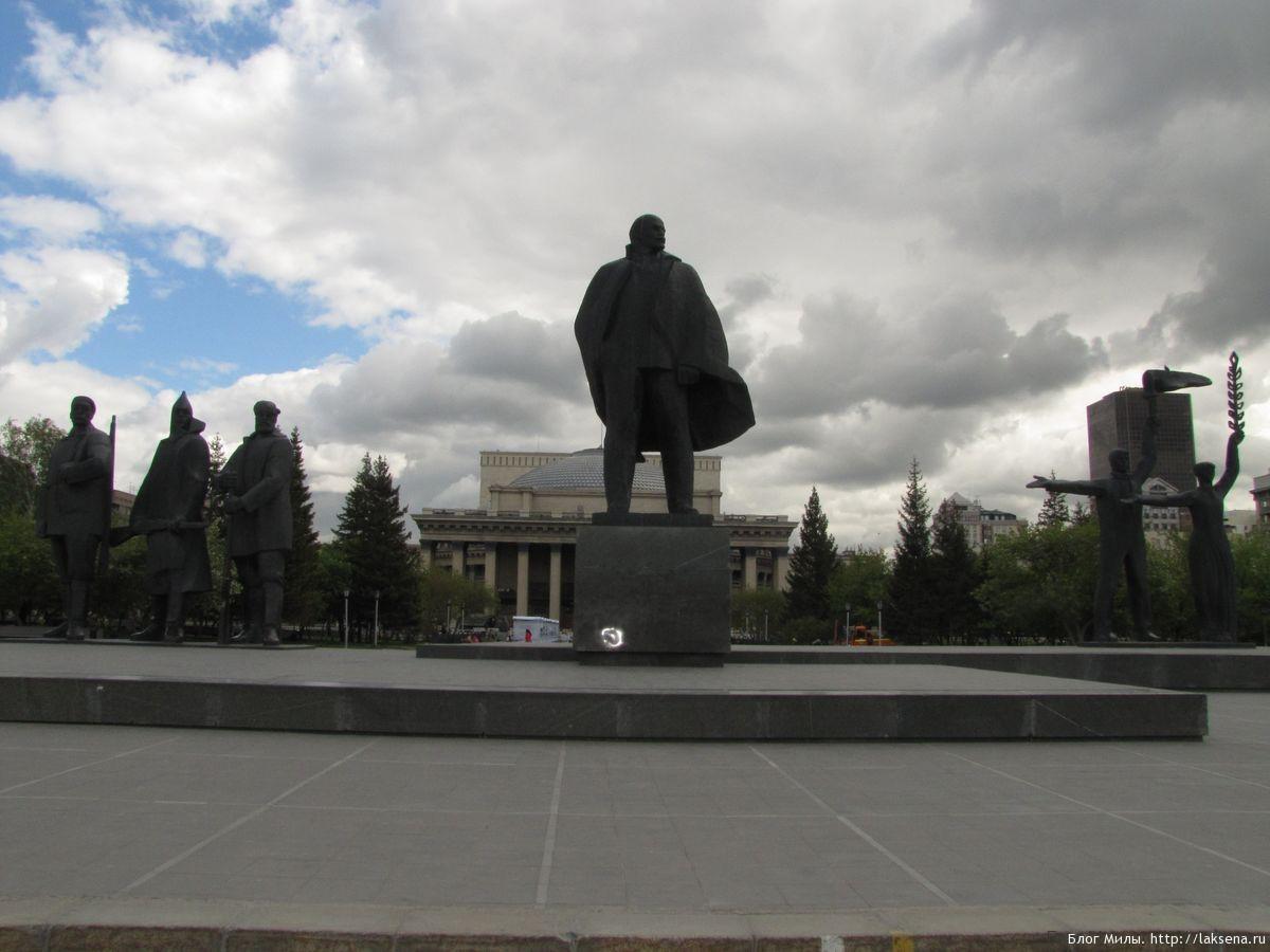 памятники новосибирска на площади ленина памятник ленину
