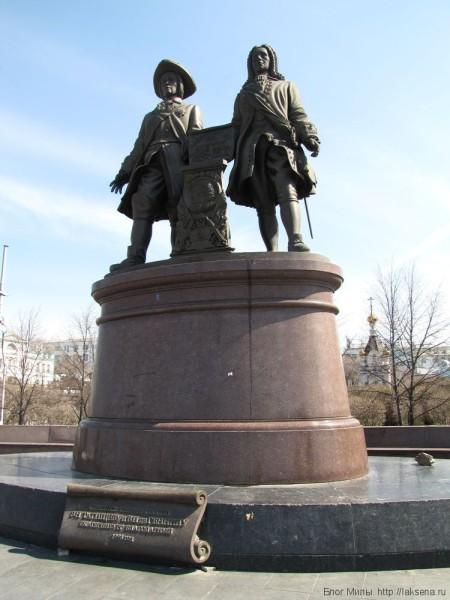 памятник татищеву и де генину екатеринбург центр екатеринбурга фото