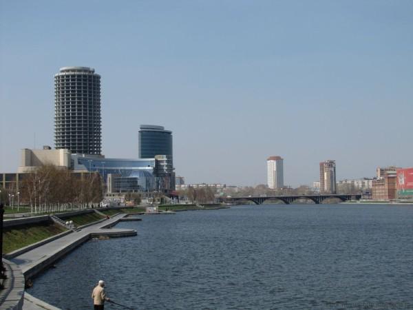 бизнес-центр Демидов-плаза и Президент городской пруд екатеринбург центр екатеринбурга фото